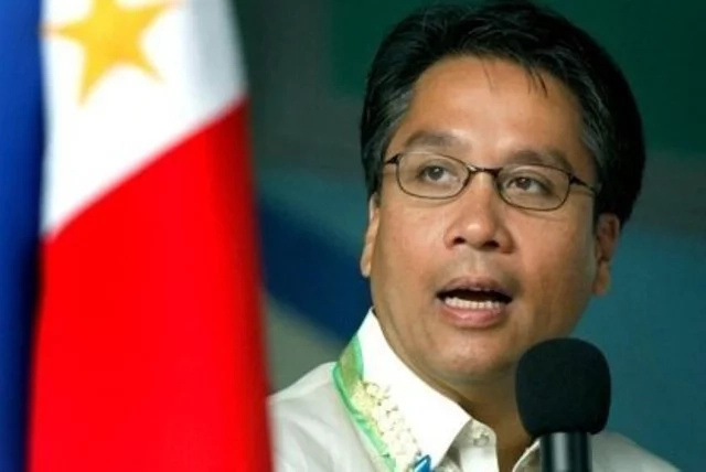 Mar Roxas submits SOCE