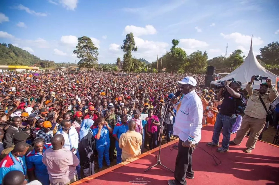 Raila makes surprise endorsement of governor who supports Uhuru