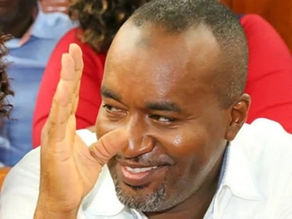 Governor Joho pulls a Uhuru, eats ugali in a stingy kibanda (photos)