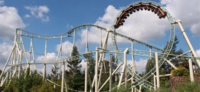 WATCH: 100ft roller coaster stops mid-ride; what happens next will terrify you