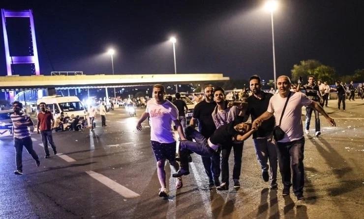 Militares intentan dar golpe de Estado en Turquía