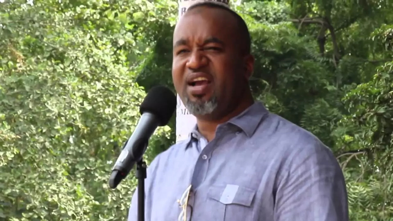 Panic as 6 STRANGE armed men enter Joho's house
