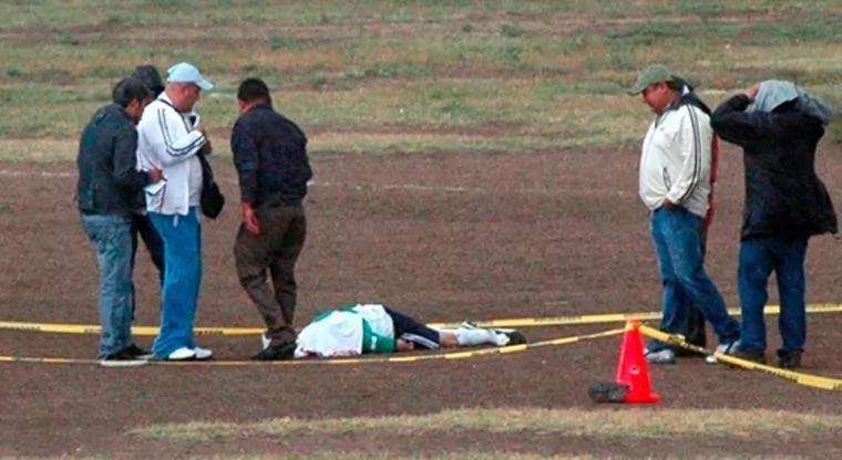 Hombre mató a cuatro personas en una cancha de fútbol
