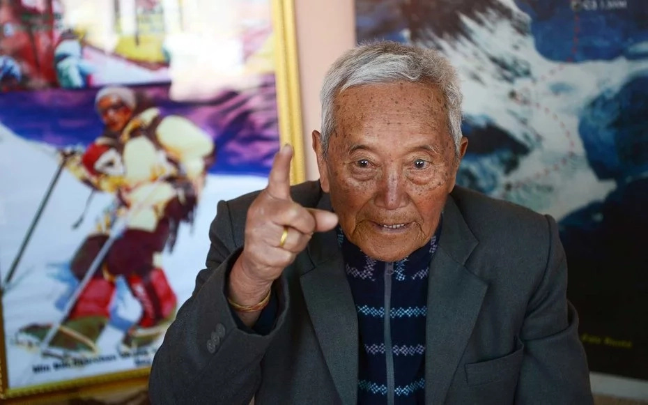 Grandpa, 85, wants to reclaim his record as world's oldest person to ever climb Mount Everest (photos)