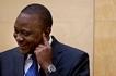 Wanahabari wapigwa na butwaa baada ya Rais Uhuru KUMPENDELEA ripota huyu wa kike (picha)