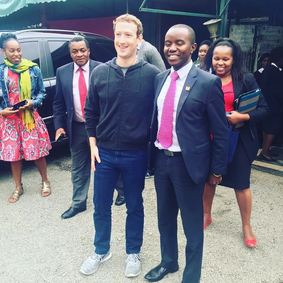Mark Zuckerberg takes ugali and fish at Mama Oliech's restaurant