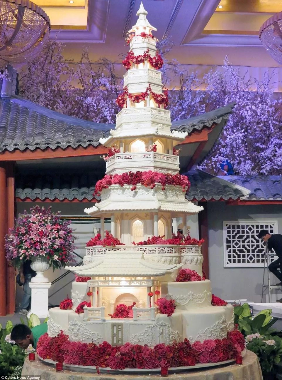 These cakes take ONE MONTH to get baked and cost more than a real house (photos, video)