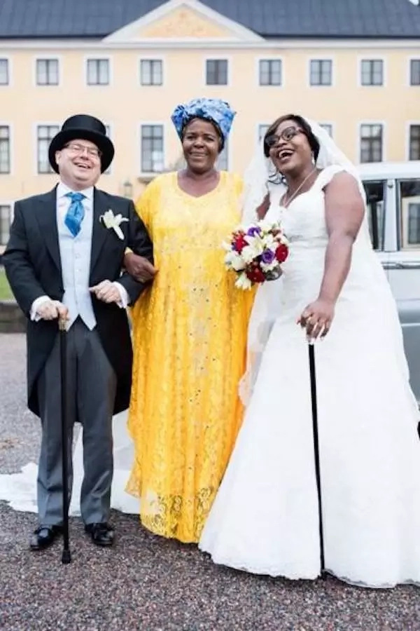 Tatenda (right), her husband and an unidentified woman during her wedding. Photo: myzimbabwe.co.zw