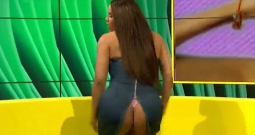 This star's dress rips and exposes her butt on national TV