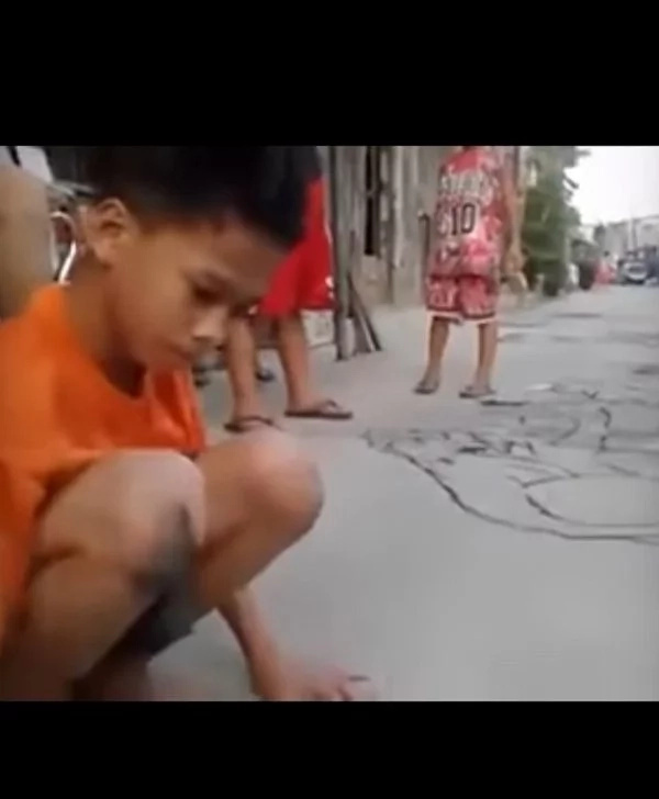 Video of young Pinoy's materpiece using charcoal has gone viral...you'll be amazed too!