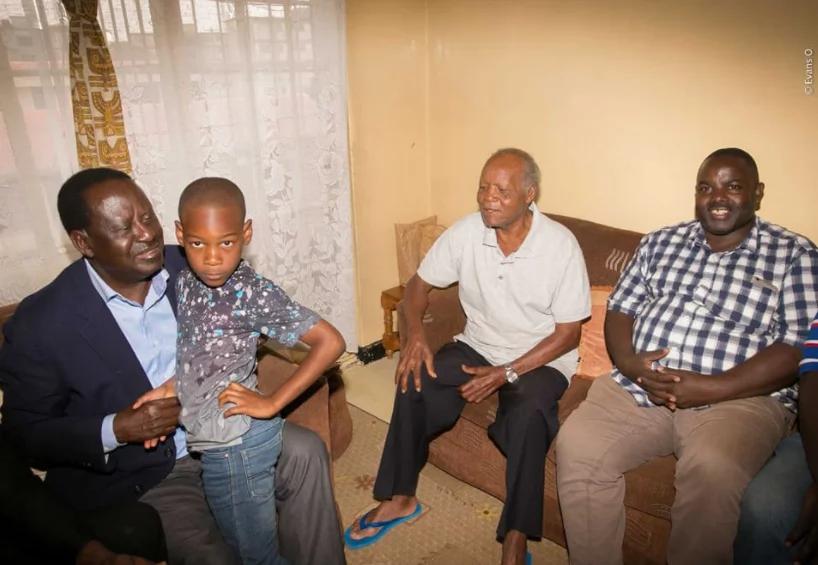 Raila asitisha kampeni zake kumtembelea bingwa wa soka, Joe Kadenge