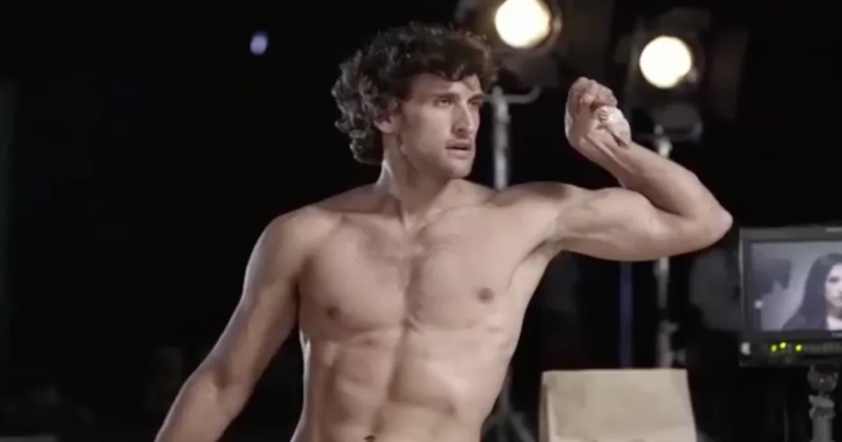 Nico Bolzico interrupts Solenn's shoot to teach her how to properly eat a chicken