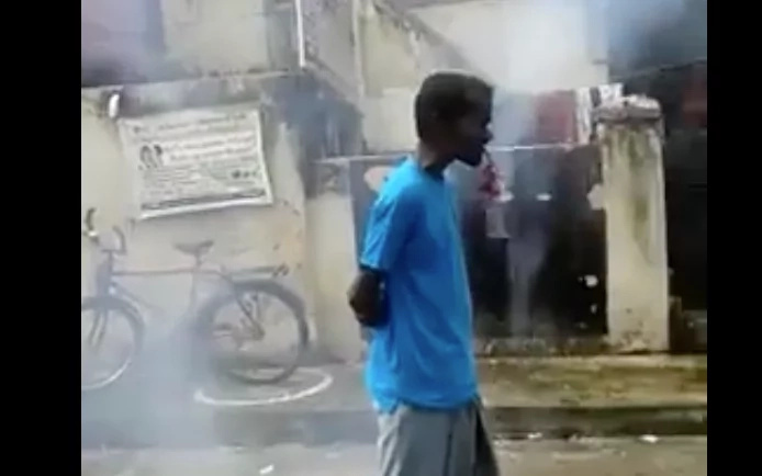 Man dangerously lights dynamites in his mouth