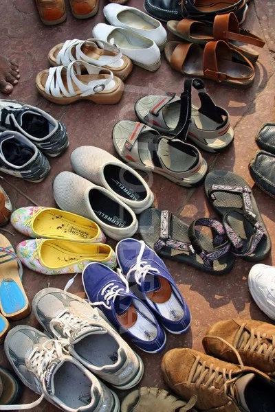Thieves steal shoe at Jamia Mosque during Ramadan prayers