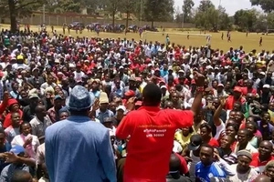 DRAMA after Mike Sonko is forced to remove his Jubilee shirt in Mathare