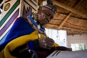 SOUTH AFRICAN TRIBAL artist, whose work is known WORLDWIDE, paints with CHICKEN FEATHERS (photos)