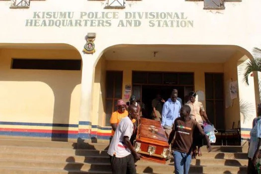 Kisumu mourners dump corpse at Police Station