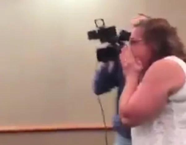 Mujer filmó a una niña mendiga ¡Cuando veas lo que sacó de su bolsillo te SORPRENDERÁS! (VÍDEO)
