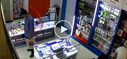 Sneaky Pinoy customer in Davao City steals expensive phone after saleslady went out of store