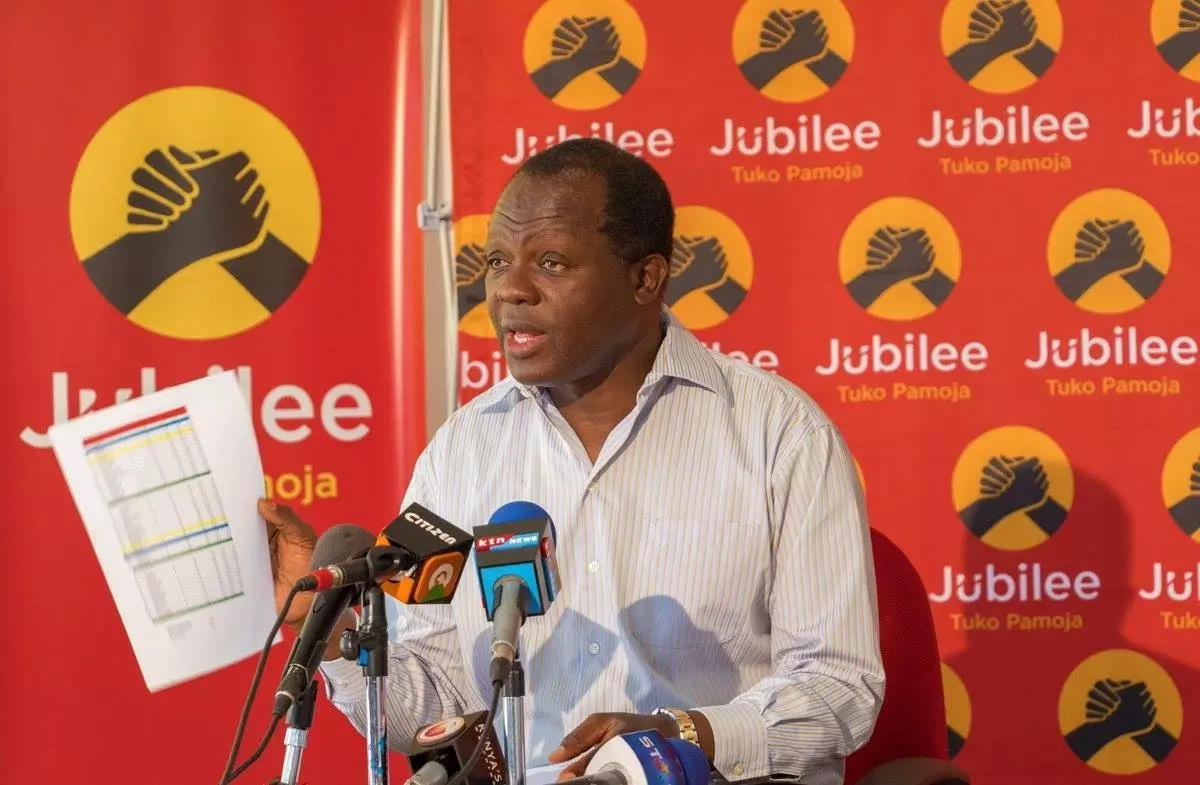 Crowd jeers Jubilee secretary general for mocking Raila Odinga's oath