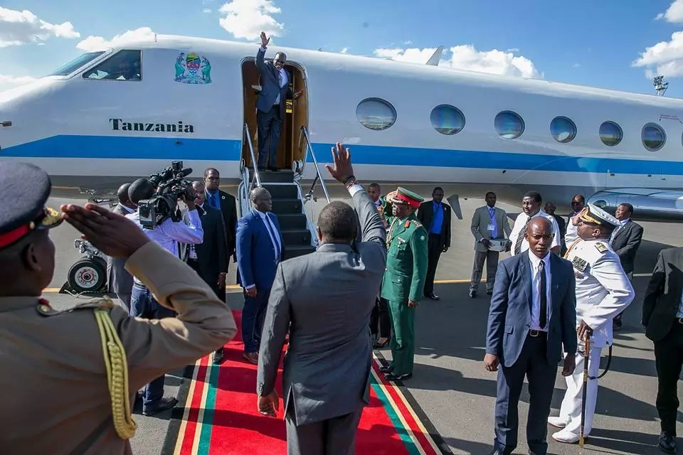 Magufuli ends his tour in Kenya, jets back to Tanzania