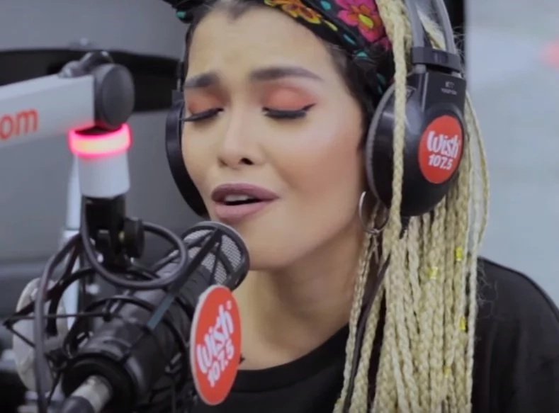 KZ Tandingan serenades netizens, fans with Kita Kita soundtrack. She is also the voice behind some of the most popular teleserye songs!
