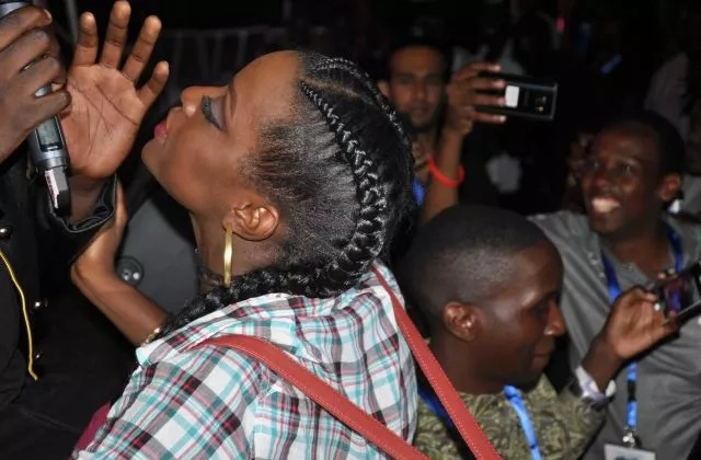 Sauti Sol member rejects a passionate kiss from female fan( photots)