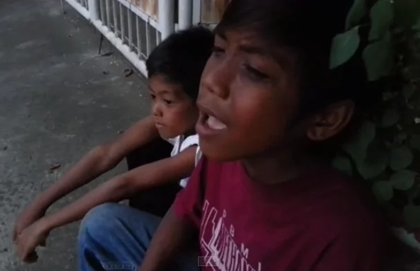 Encore! This Young Boy Is A Balut Vendor Who Has An Inborn Talent Of Singing!