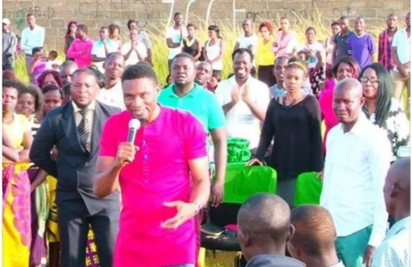 There's no love without giving! Pastor gives FREE MONEY on Valentine's Day (see photos)