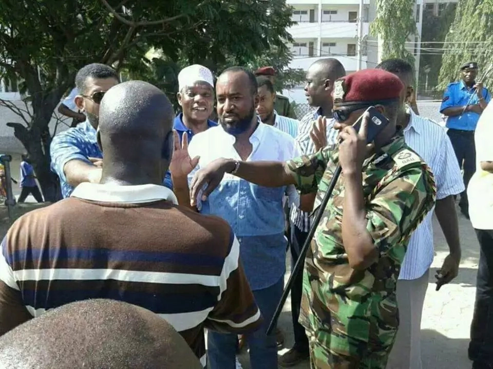 Chaos in Mombasa as Joho is held by police