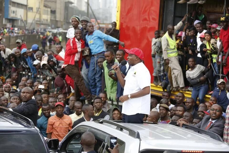 Sonko na Ruto wazuru mtaa maarufu wa Nairobi, wapata kwa njia ya KIPEKEE-Picha