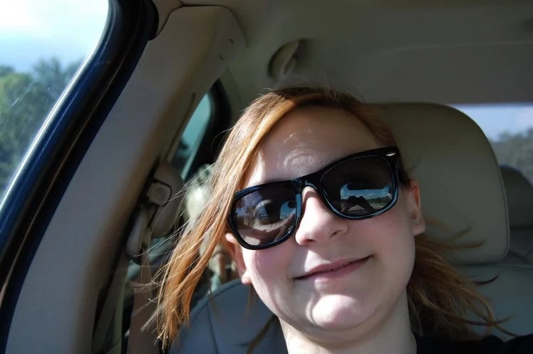 Mom and her daughter was driving to a beauty contest all by themselves. A girl's selfie revealed a spooky guest in the back seat!