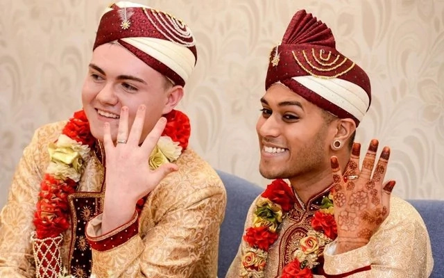 Till death do us part! Two gay men publicly declare love, gets married