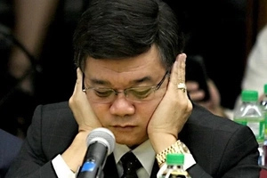 Annoyed netizens fulminate against Aguirre after threatening De Lima with sex video