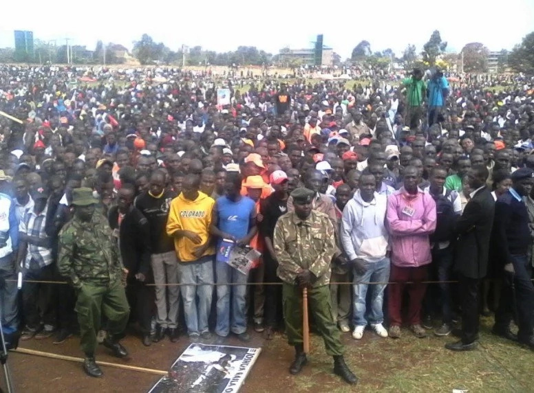Raila pulls massive crowd in DP Ruto's stronghold (photos)