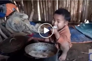 This poor young boy with only leftover rice as his meal touches the hearts of netizens