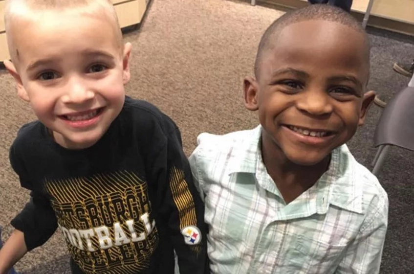 Boy, 5, asks mom for haircut to look like his friend, wins everybody's hearts (photos)
