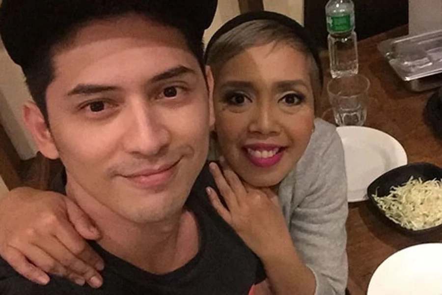 Sweet-sweetan na naman sila? Video of Ahron Villena teaching Kakai Bautista how to drive goes viral
