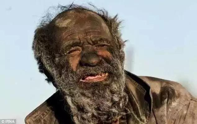 Kutana na ajuza wa miaka 80 ambaye kwa miaka 60 hajaoga