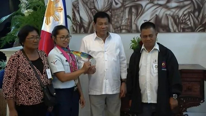 Duterte gives additional P2M to Hidilyn Diaz