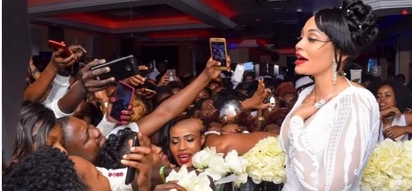 Fans turn up in large numbers at Zari's much awaited All White Party