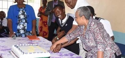 Photos: See Uhuru visiting with disabled students