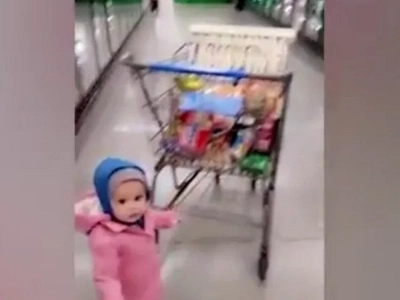 Where Is The Discipline...? Father Films Daughter Running Rampage In Walmart