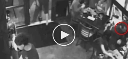 Waiter rescued this guy from a stupid death. Watch how this happened