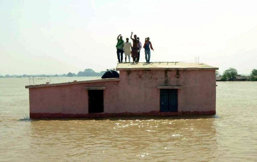 Flood stops holy cremation practices in Varanasi, India