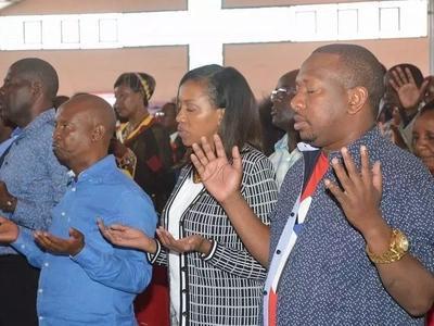 Mike Sonko ahudhuria maombi kabla ya KIVUMBI cha mchujo wa Jubilee Nairobi (picha)