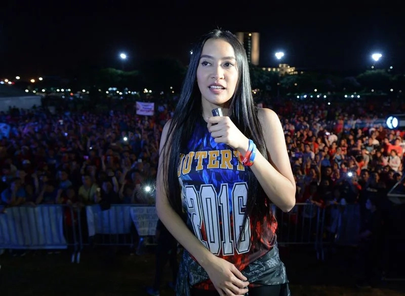 Many UST grads and students angered over Mocha Uson's government service award