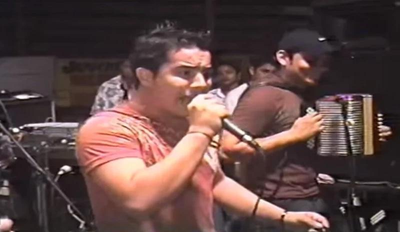 Cantante fue apuñalado antes de concierto