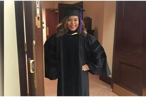Woman overcomes accident while 7 months PREGNANT to graduate and become an attorney (photo)