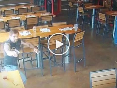 Patay ang mga kawatan! Heroic off-duty cop kills two dangerous hold-uppers in restaurant